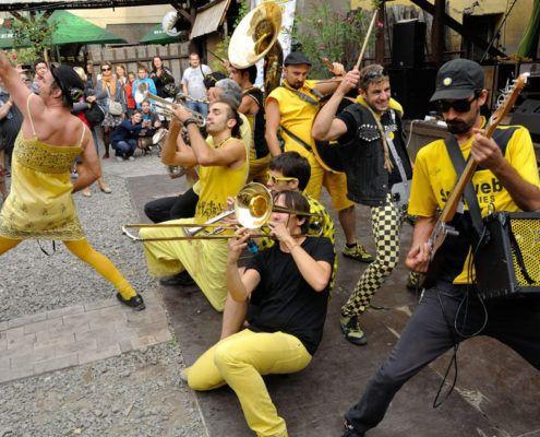 Gaderne er vores Danmarks Internationale Gadeteaterfestival Valby