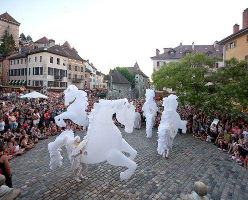 Helt til hest Danmarks Internationale Gadeteaterfestival Valby